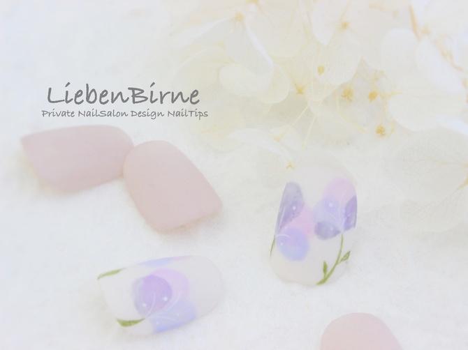 ラベンダー色お花のネイル