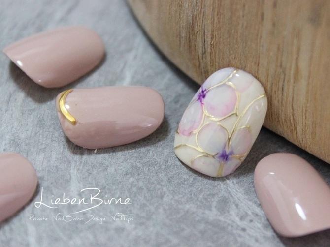 華やかな紫陽花のネイル