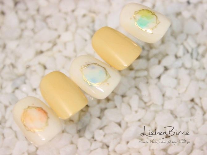 水彩色の宝石ネイル